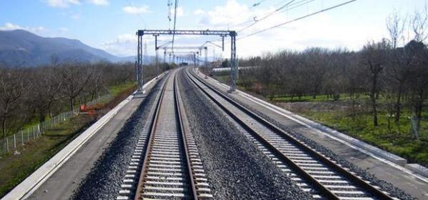 Linea ferroviaria tra alta velocità e arretramento: non è un sogno